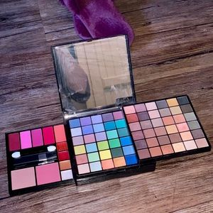 Avon Holiday Deluxe Makeup Palette